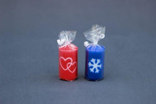 """Kalėdinė arba Valentino dienos žvakė """"Cilindras"""" 40/70 dekoruotas snaige arba širdutėmis."""