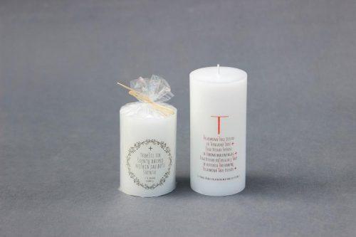"""Žvakė """"Cilindras"""" dekoruota Kretingos bažnyčios paveikslu."""