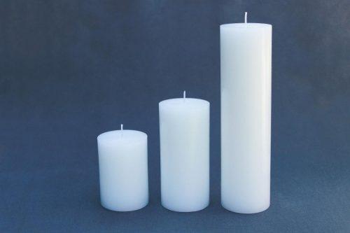 """trys baltos žvakės """"Cilindras"""", diametras 70 mm, aukštis 100 mm, 150 mm, 250 mm ir 450 mm."""