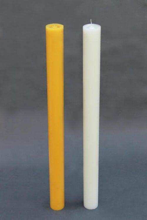 Baltos arba geltonos spalvos žvakė cilindras dviejų dydžių.