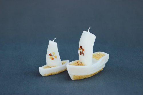 """Žvakė """"Laivas"""" ir """"Laivelis dekoruoti natūraliu gintaru."""