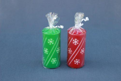 """Kalėdinė žvakė """"LED cilindras"""" dekoruota snaigėmis, įvairių spalvų, supakuota."""