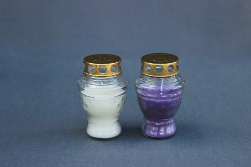 baltos arba violetinės spalvos kapų, lauko žvakė L-26, dega 36 val., pakuotėje 15 vnt.