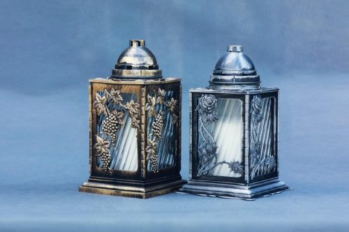 """Aukso arba sidarbo spalvos kapų žvakės """"Liktarna"""", su įdėklu 70/80/200, dega 72 val., pakuotėje 4 vnt."""