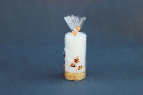 """Žvakė """"Cilindras"""" 70/150 G dekoruota gintaru, supakuota."""