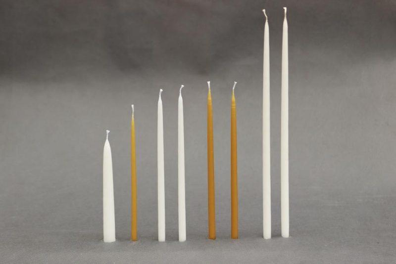 100 procentų natūralaus vaško arba parafininės žvakės, žvakių deginimo stalas bažnyčiose ar koplyčiose.