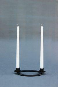 tradicinės žvakės 42 cm, 32 cm, 24 cm ir 18 cm įvairių spalvų: balta, geltona, raudona, bordo mėlyna.