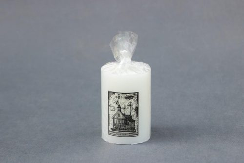 """Dekoratyvinė žvakė """"Cilindras"""" 70/100 dekoruota Nevarėnos bažnyčia."""
