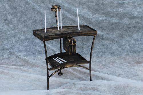 stalas žvakių deginimui bažnyčioje, kolpyčioje, plonoms žvakutėms, su pinigų dėžute.